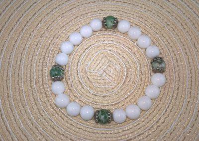 Tejkvarc-zöldpettyes Jáde