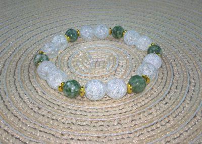 Hegyikristály zöldpettyes jádéval